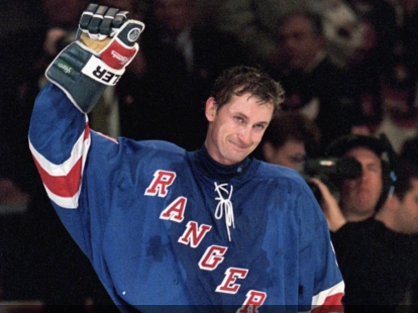 Wayne Gretzky waves to the crowd in his last NHL game. (Ezra Shaw/Getty Images)