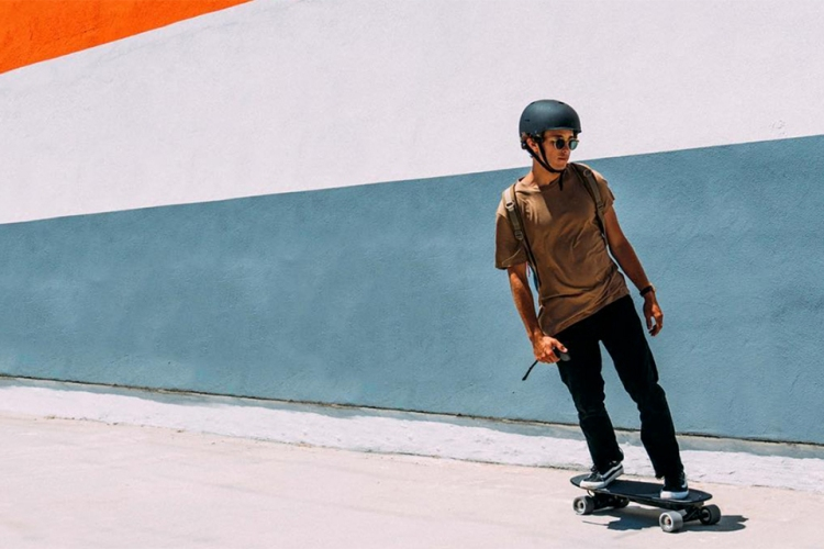 """How to Use an Electric Skateboard in the Age of the """"Last Mile"""""""