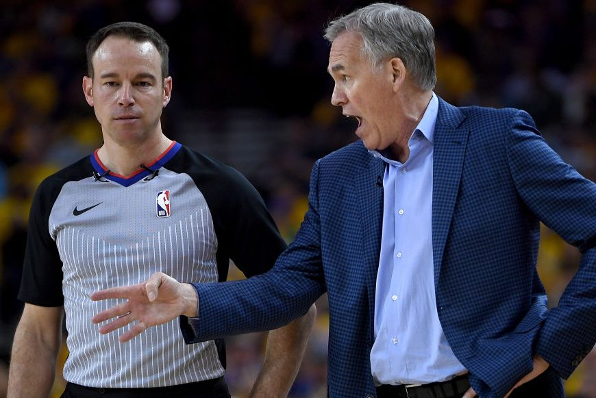 Mike D'Antoni of the Rockets complains to a ref. (Thearon W. Henderson/Getty)