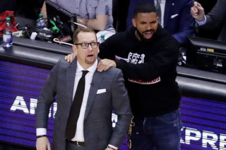 Drake massages Toronto Raptors head coach Nick Nurse. (Steve Russell/Toronto Star via Getty)