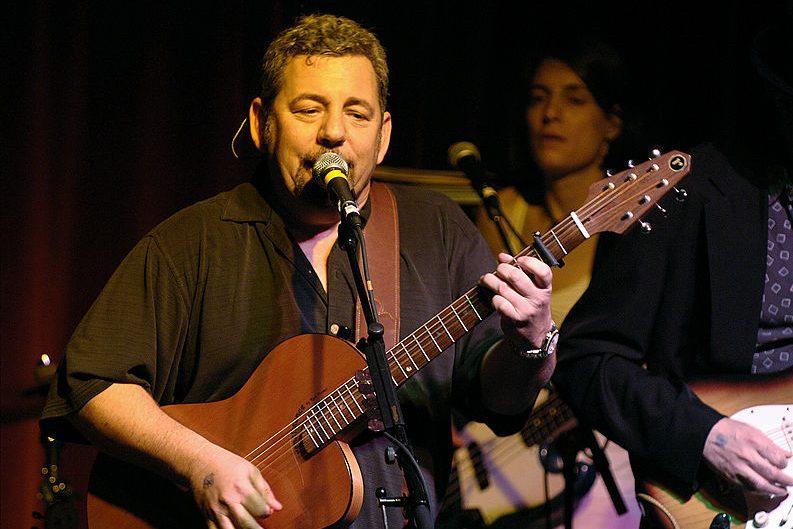 MSG chairman James Dolan plays guitar. (James Keivom/NY Daily News Archive via Getty)