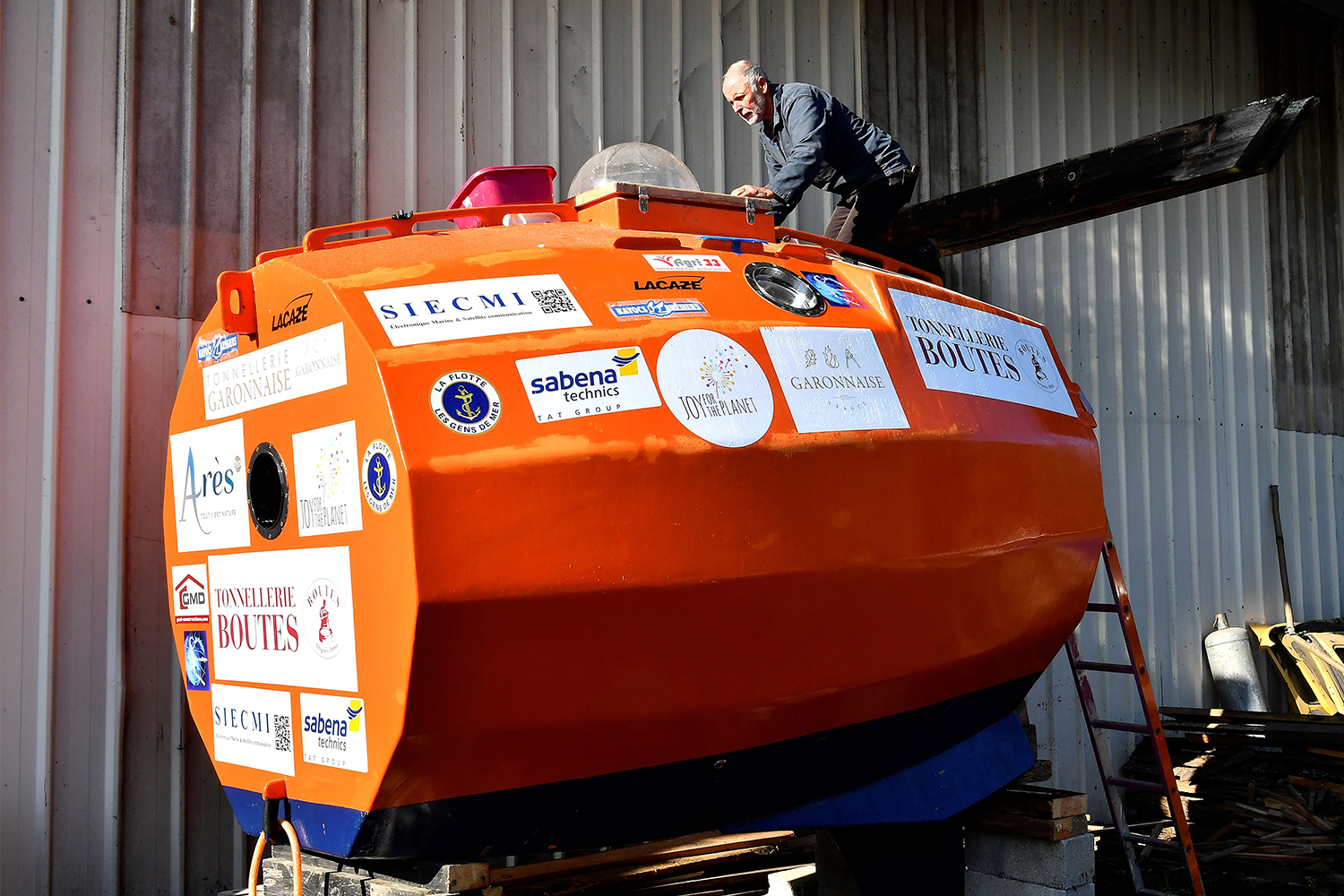 Jean-Jacques Savin crossed the Atlantic Ocean in a barrel at the age of 72.