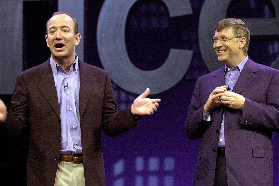 Amazon.com CEO Jeff Bezos with Microsoft CEO Bill Gates in 2001. (STAN HONDA/AFP/Getty)