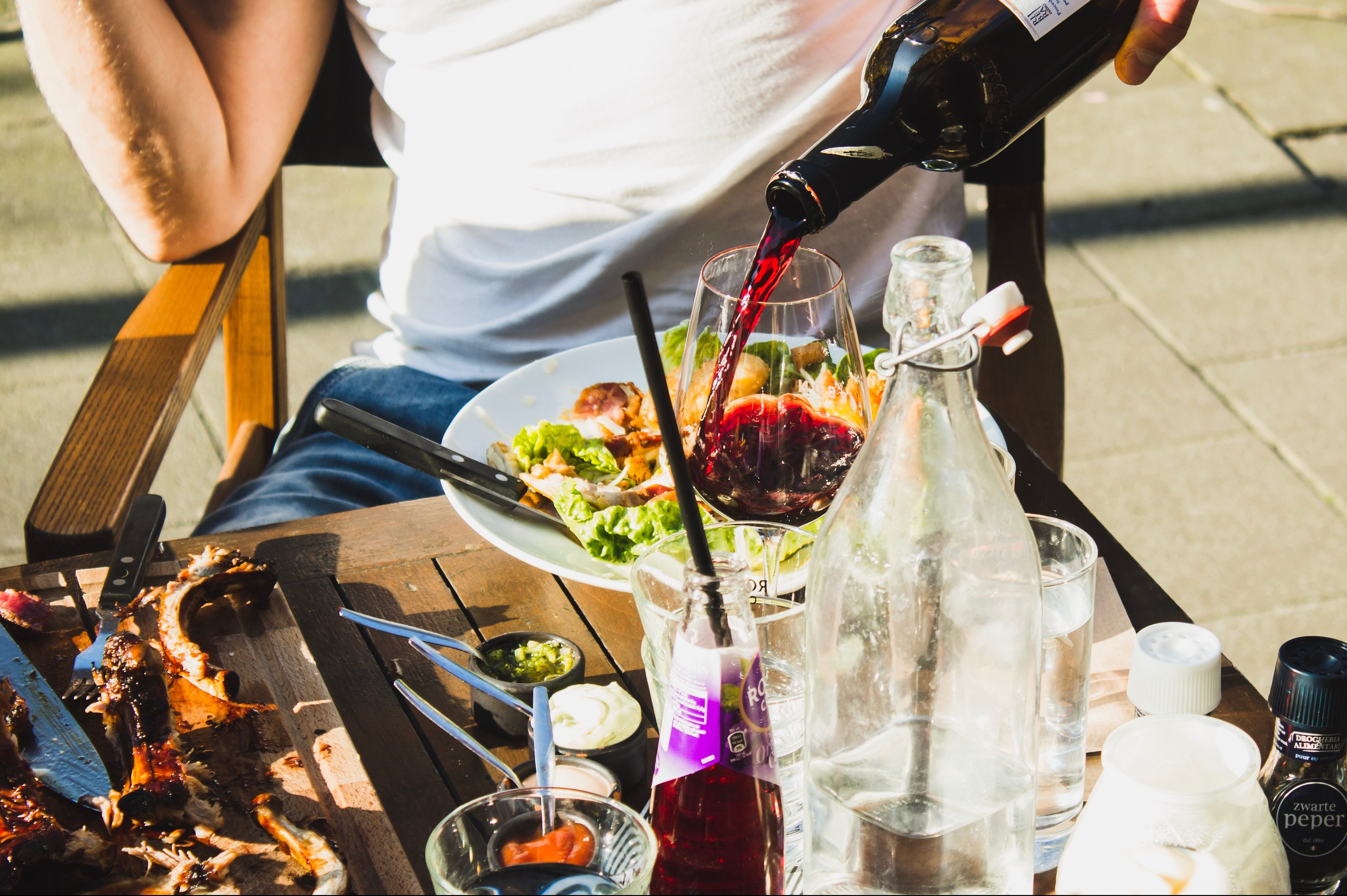 How to Bring Wine to a Backyard Cookout, According to Expert Sommeliers