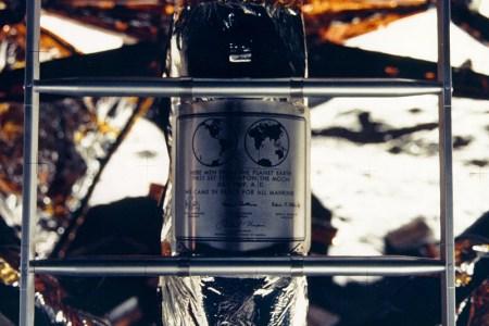 Lunar plaque