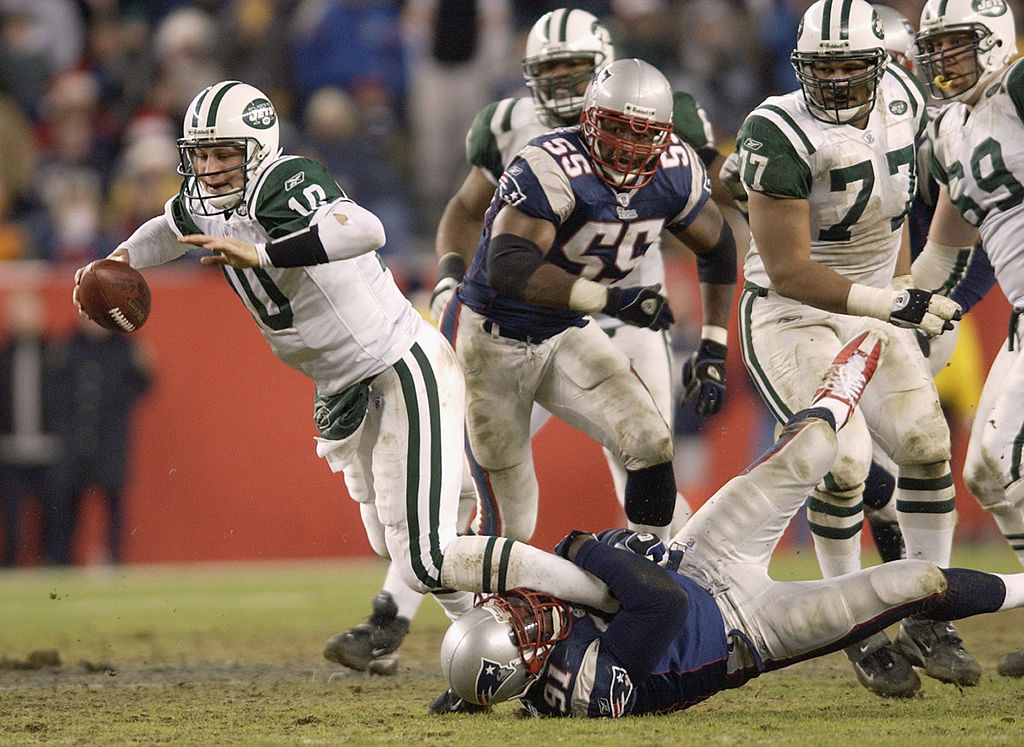 Bobby Hamilton tackles Chad Pennington