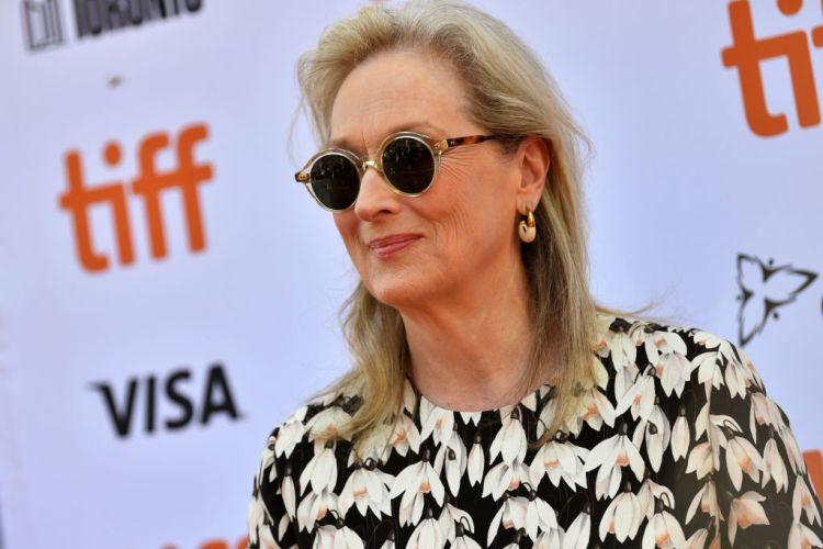 "Meryl Streep Faces Criticism Over ""Blackface"" Scene in ""The Laundromat"""