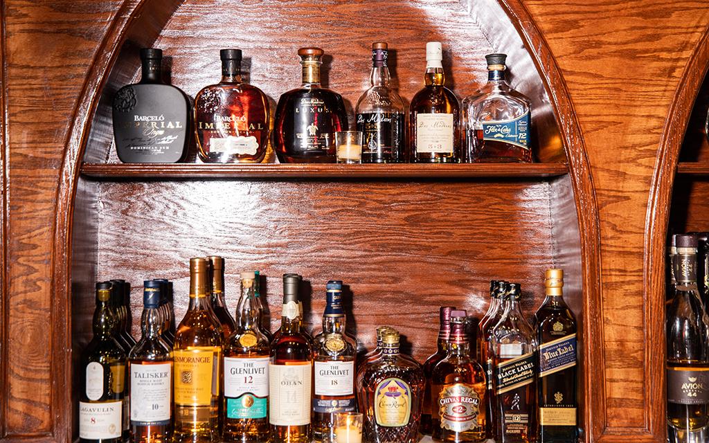 Casta's Rum Bar