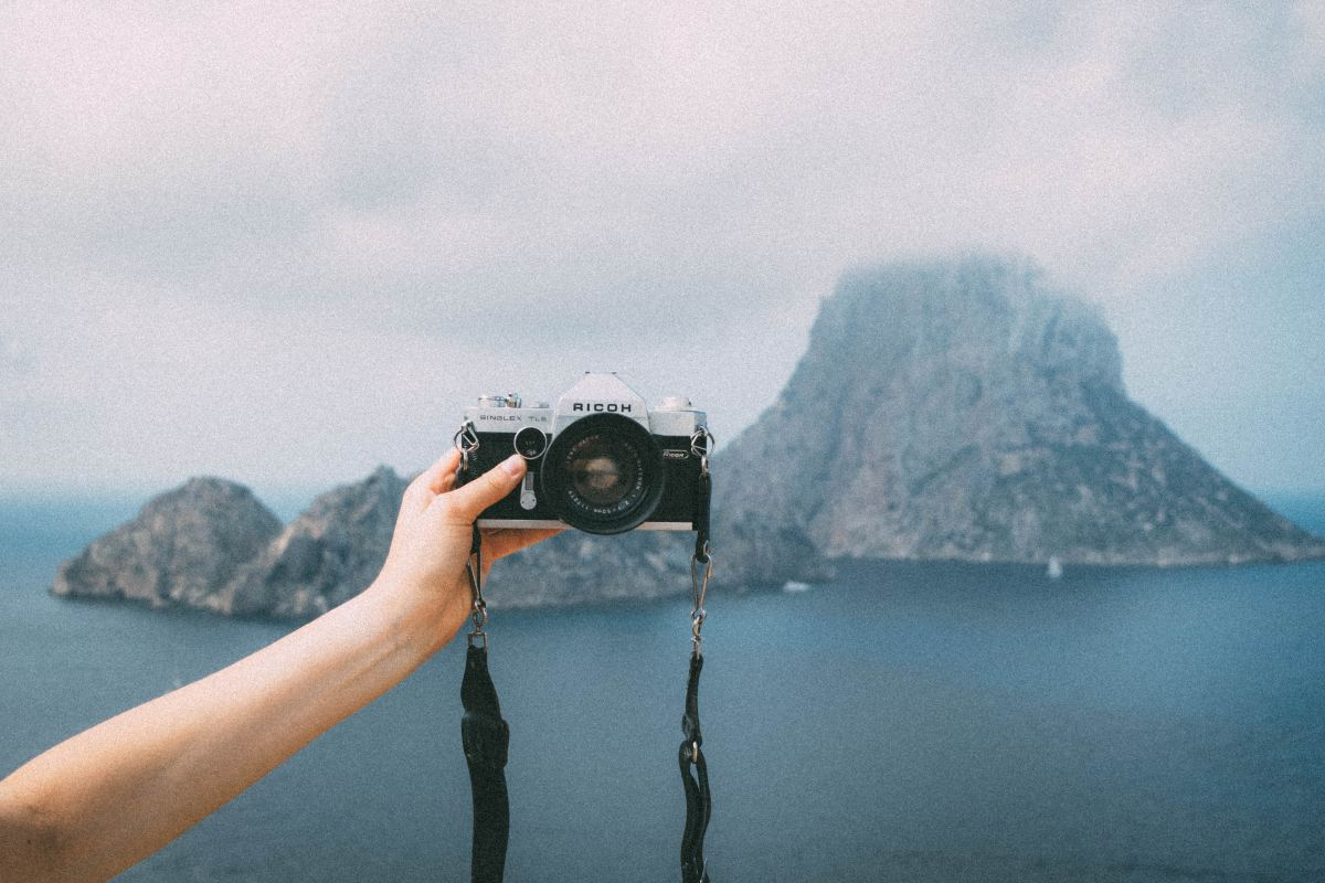 You don't have to be terrible to be an influencer. (Photo by Esmee Holdijk on Unsplash)
