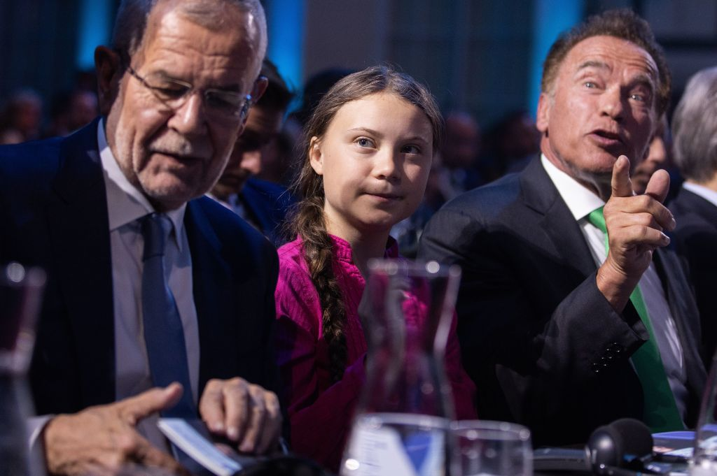 Swedish climate activist Greta Thunberg, Austrian President Alexander Van der Bellen (L) and Austrian-US actor, filmmaker, politician and activist Arnold Schwarzenegger (R) attend the opening ceremony of the R20 Regions of Climate Action Austrian World Summit in Vienna, Austria, on May 28, 2019. (Photo by GEORG HOCHMUTH / APA / AFP)