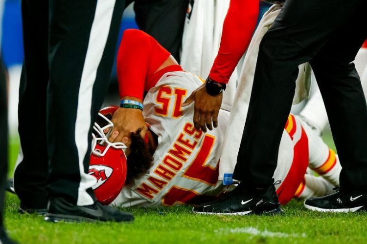 "Patrick Mahomes Injures Knee Badly on ""Thursday Night Football"""