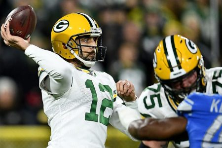 """Pair of Penalties Propel Packers in 23-22 Win Over Lions on """"MNF"""""""