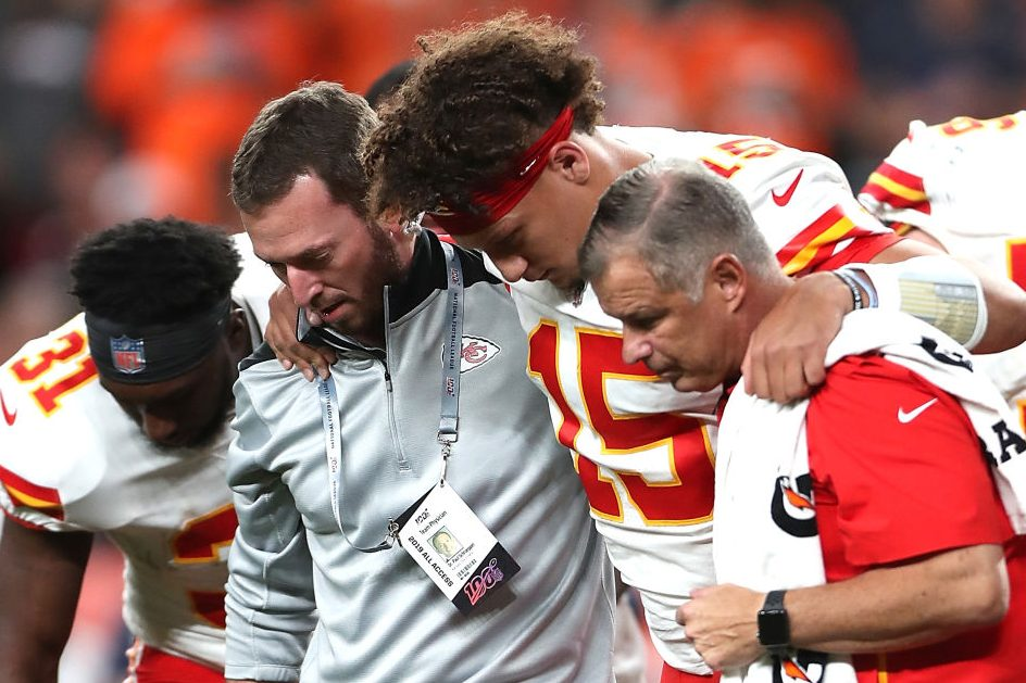 Patrick Mahomes Playing Dangerous Game With Knee Thanks To