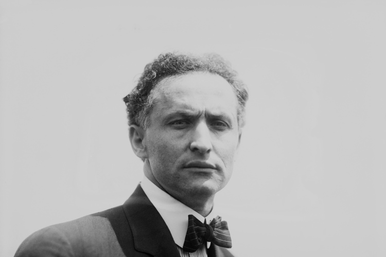 Harry Houdini in 1912  (Photo by FPG/Getty Images)