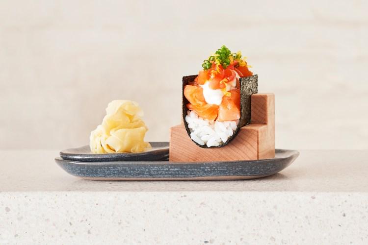 Nami Nori salmon hand roll
