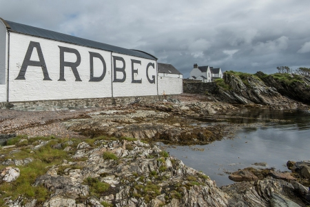 Discovering Islay: A Whisky-Lover's Guide to the UK's Most Charming Escape