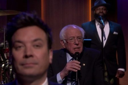 """Watch Bernie Sanders """"Slow Jam the News"""" and Shoot Free Throws on """"Fallon"""""""
