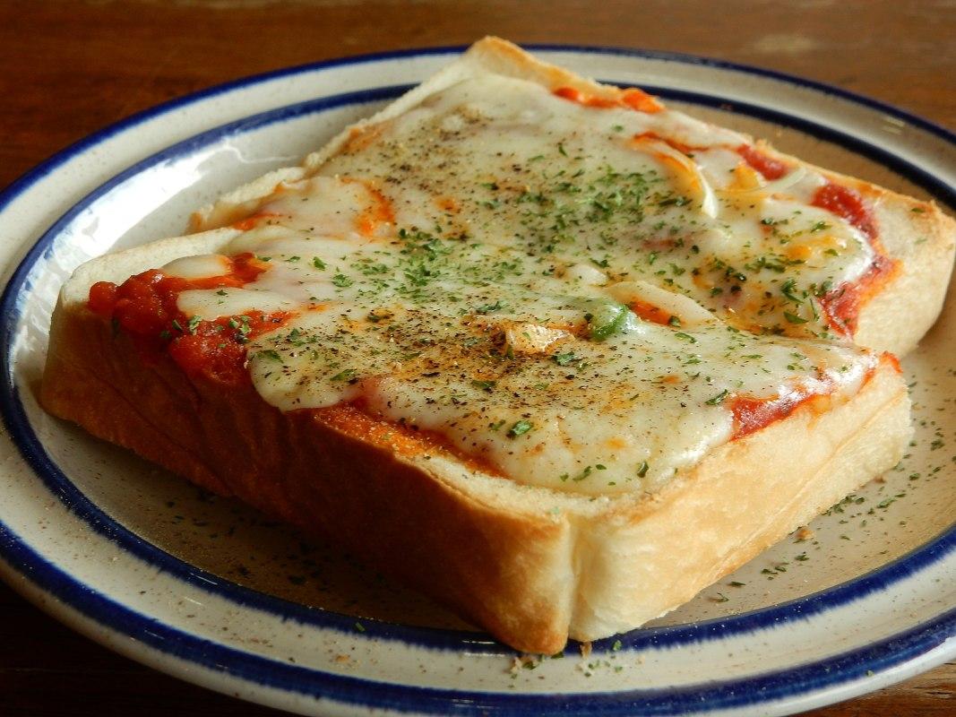 Japanese pizza toast