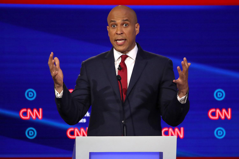 cory booker suit guide democratic debate