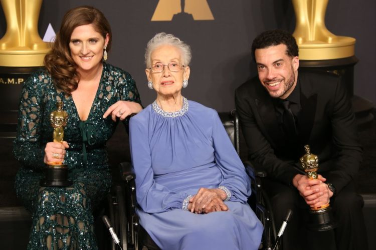 NASA mathematician Katherine Johnson (C) and director Ezra Edelman (R) and producer Caroline Waterlow (L), winners of Best Documentary Feature for 'O.J.: Made in America' pose in the press room at the 89th Annual Academy Awards in Hollywood, California. (Photo by Dan MacMedan/Getty Images)