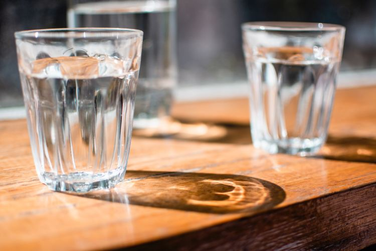 Why Wellness Influencers Are Giving Up Drinking Water