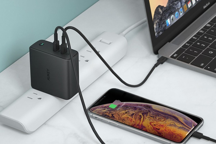Aukey 63W charger