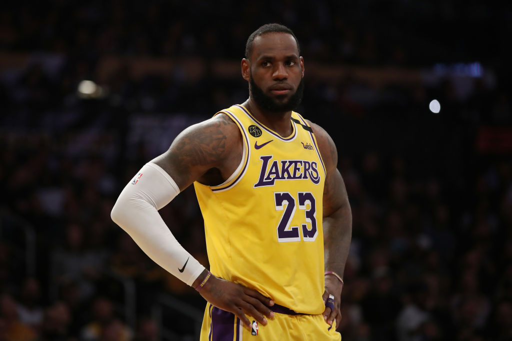 LeBron James Beats Zion Williamson in Possible Playoff Preview