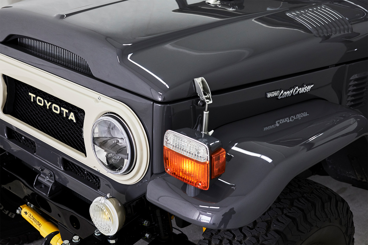 Front end of a Toyota Land Cruiser