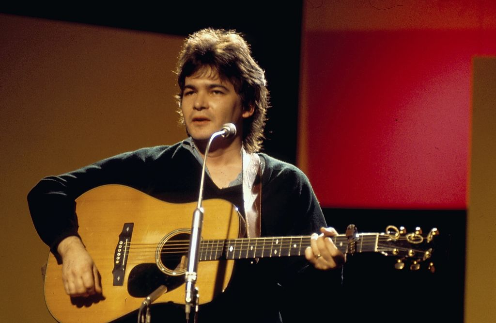 Musician John Prine on stage, circa 1970-1975. (Photo by Tony Russell/Redferns/Getty Images)