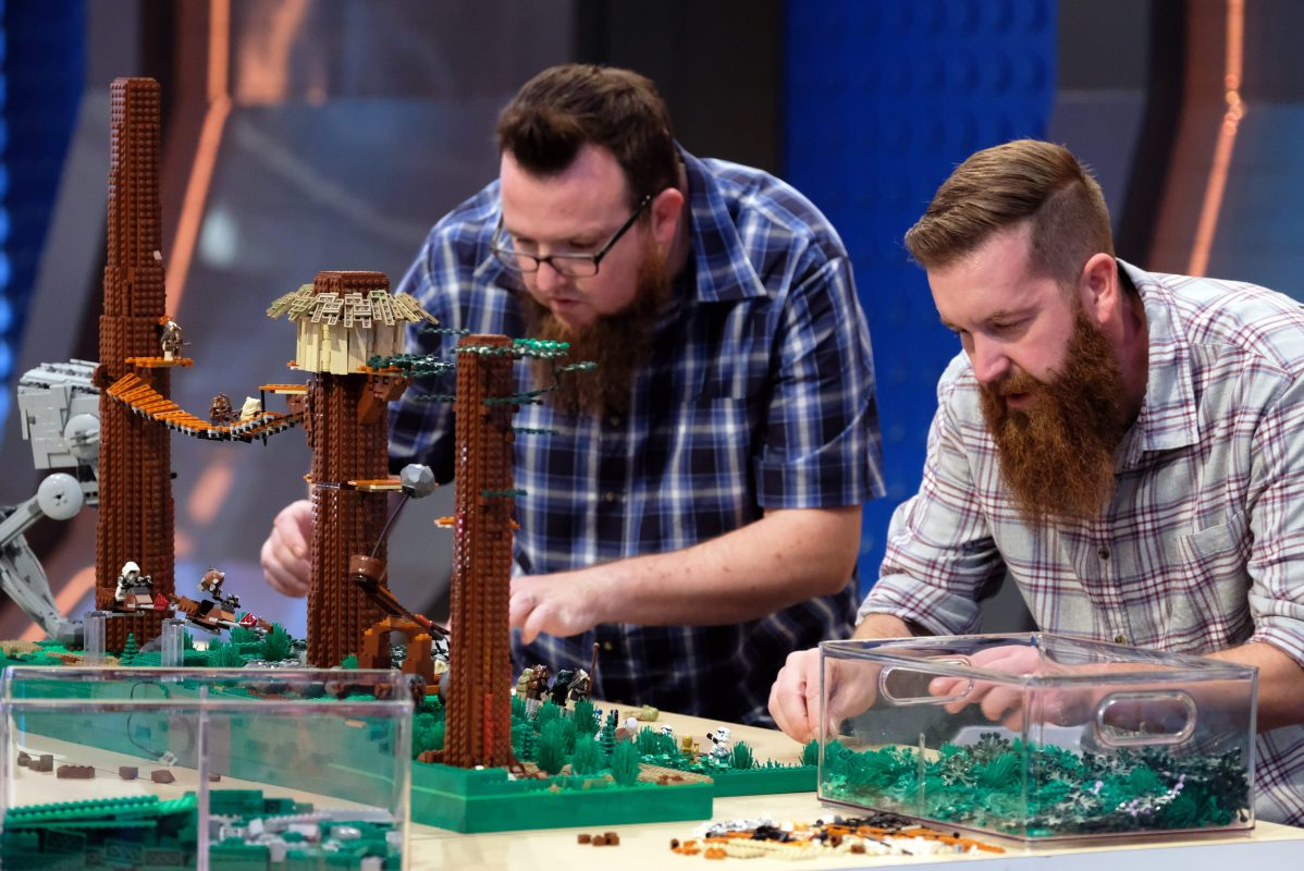 """Contestants Boone (left) and Mark (right) in the """"Star Wars"""" episode of LEGO MASTERS. (Ray Mickshaw/FOX)"""