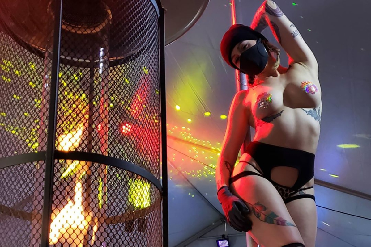 Клуб с эротическим шоу ночной клуб дети