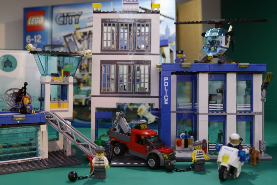 LEGO Asks Retail Partners Not to Promote Police Playsets
