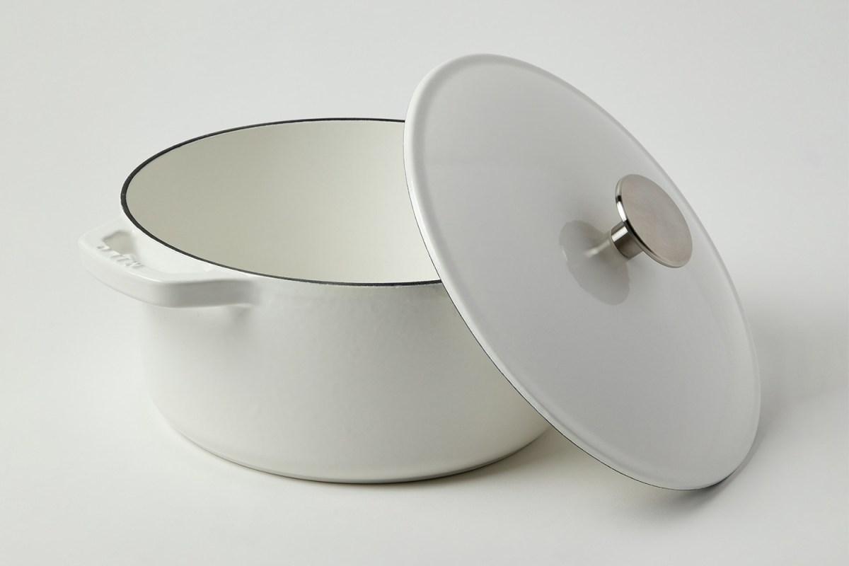 Milo Dutch Oven in eggshell white