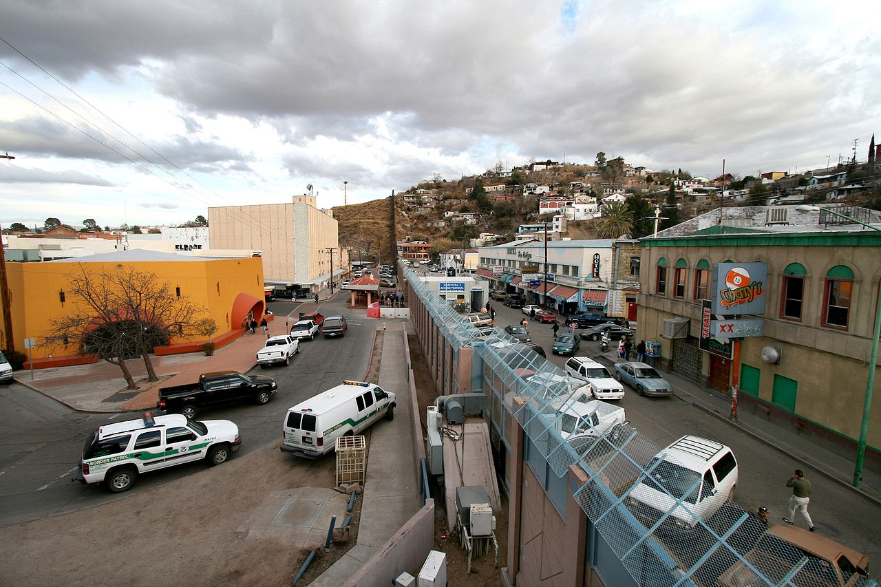 US-Mexico barrier at Nogales