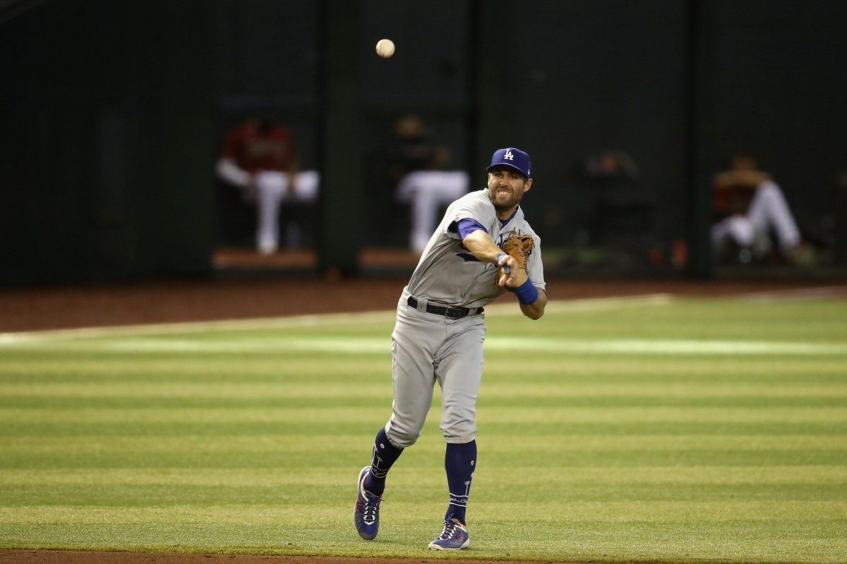 Chris Taylor of the Los Angeles Dodgers fields a ground ball. (Christian Petersen/Getty)