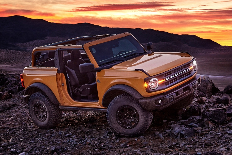 2021 Ford Bronco doorless off-road Sasquatch model with a stick shift