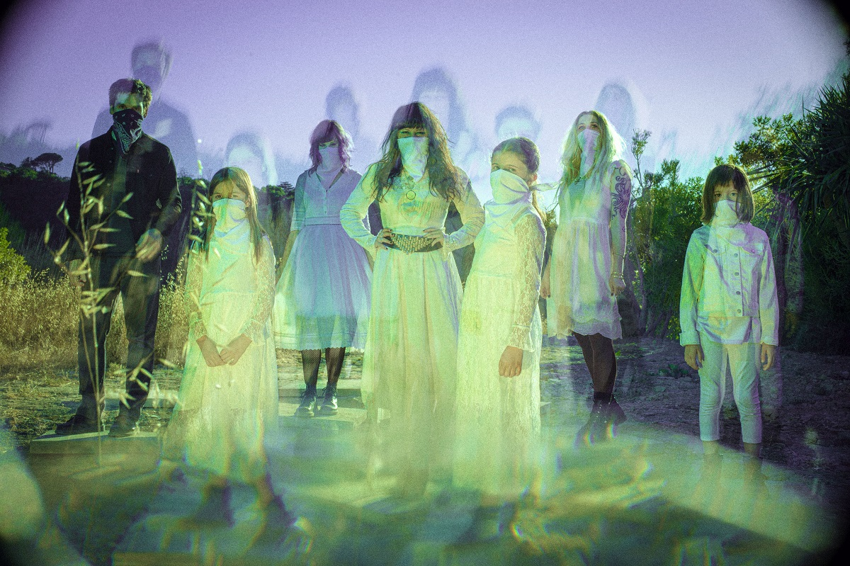 Death Valley Girls live that psych rock life.