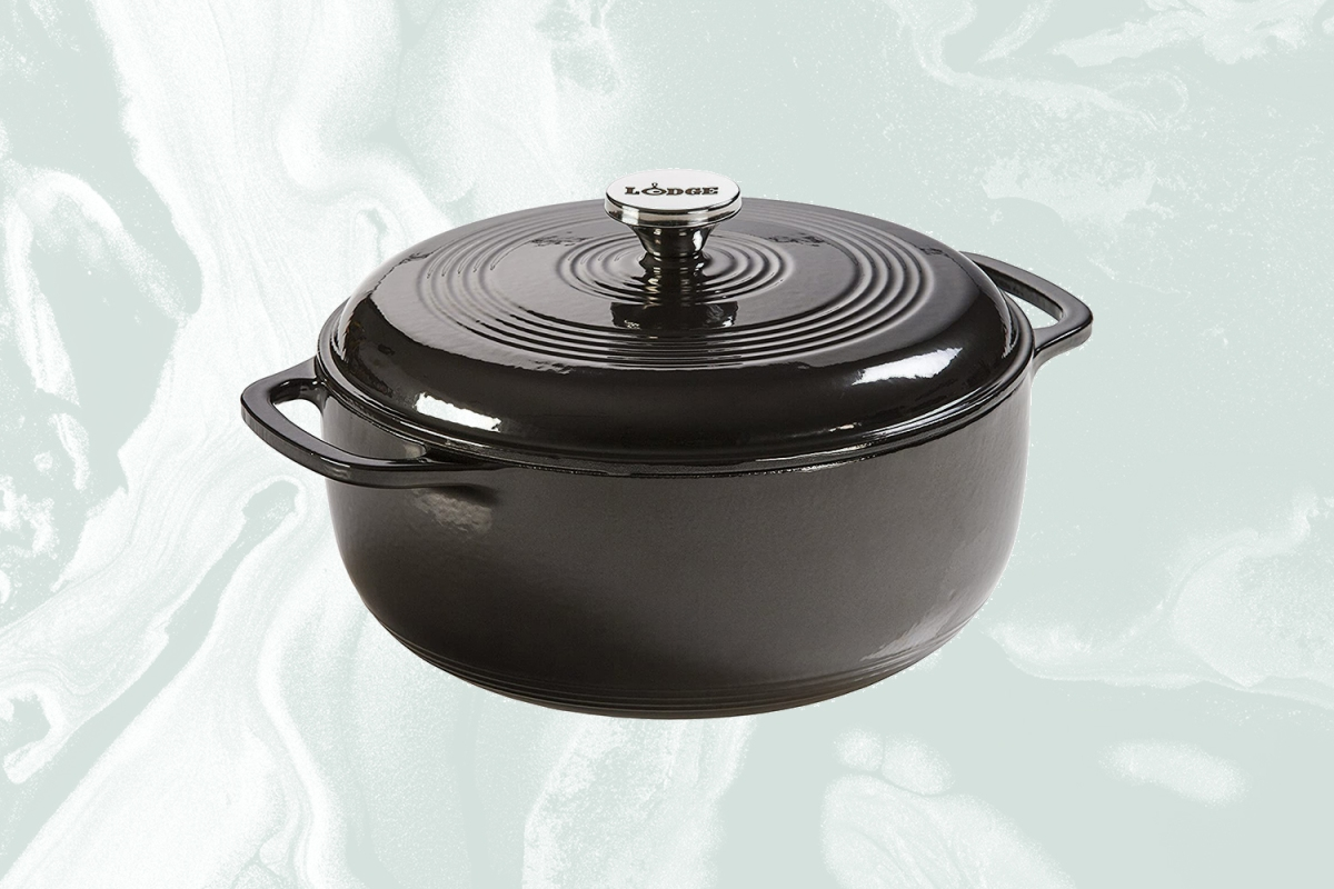 Lodge Cast Iron six quart Dutch oven in black