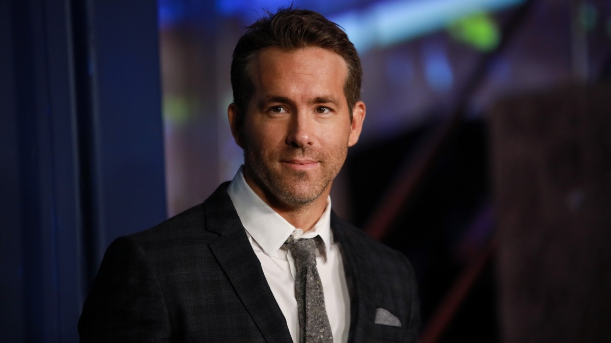 Ryan Reynolds and Rob McElhenney in Talks to Buy Wrexham Soccer Club