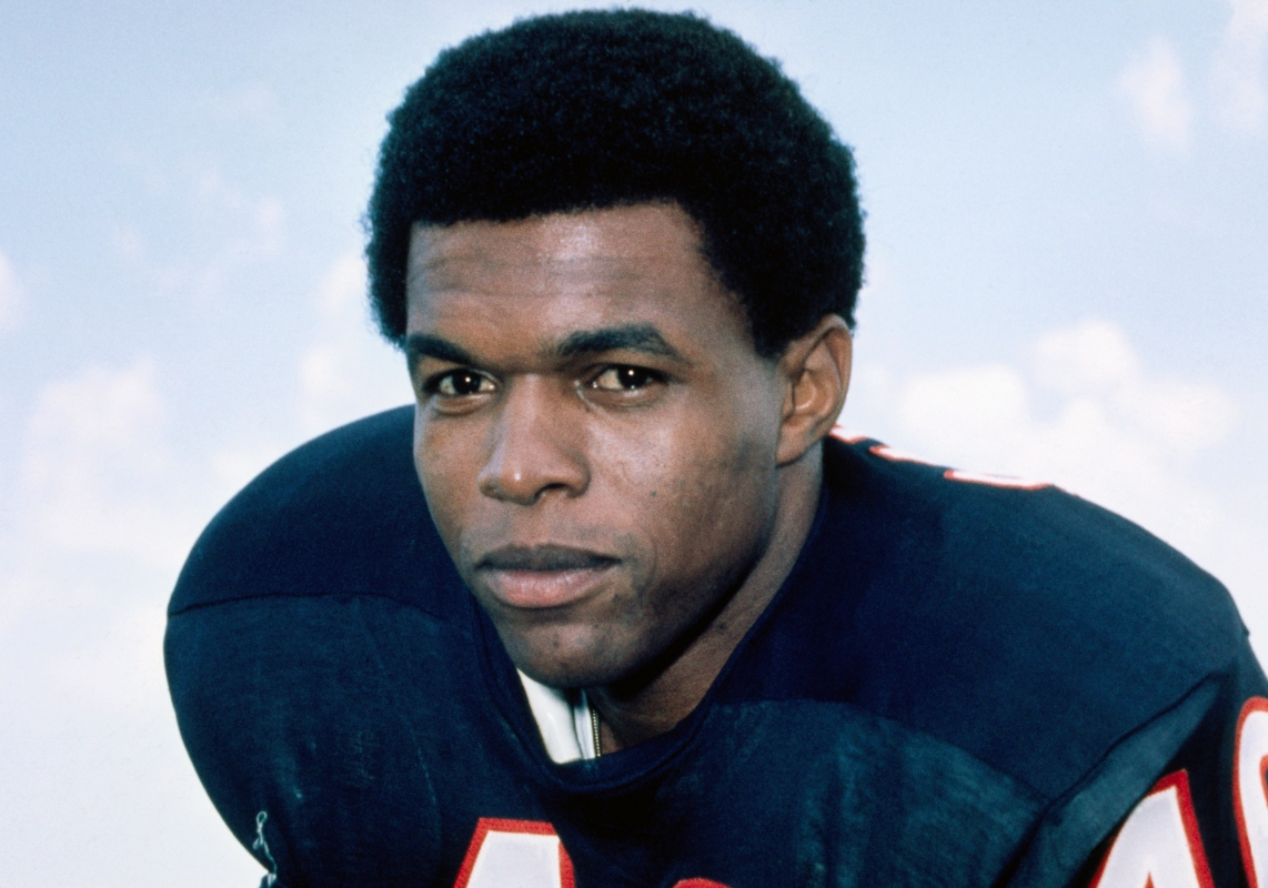 "Chicago Bears Legend Gale Sayers, the ""Kansas Comet,"" Dead at 77"