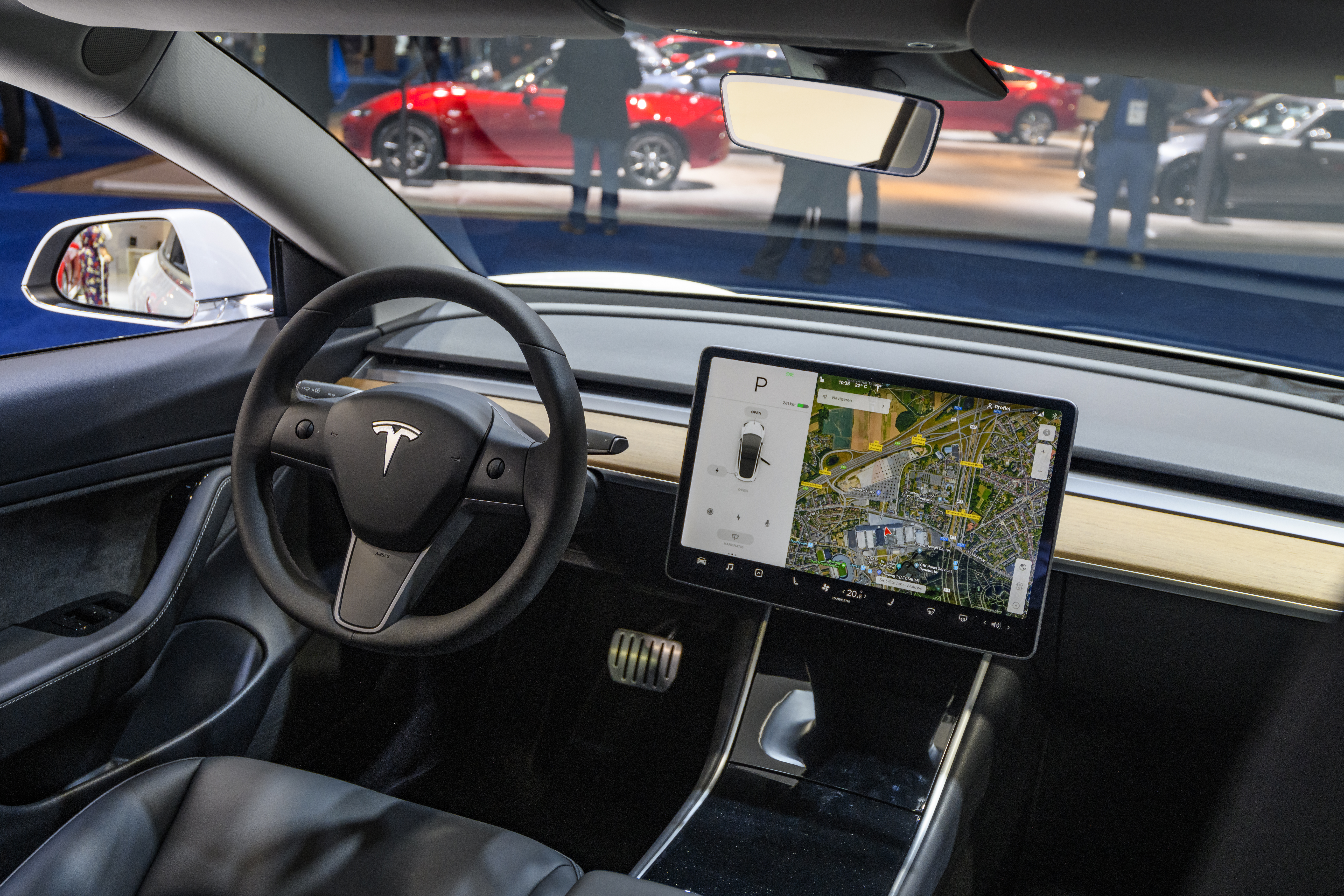 tesla model 3 screen