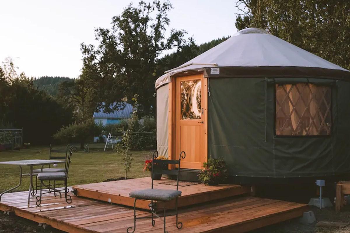 The Best Yurts To Rent On Airbnb This Fall Insidehook Yakınlarınızda ya da uzak yerlerdede maceralar bulun, dünyanın her köşesindeki benzersiz evlere, deneyimlere ve yerlere ulaşın. the best yurts to rent on airbnb this