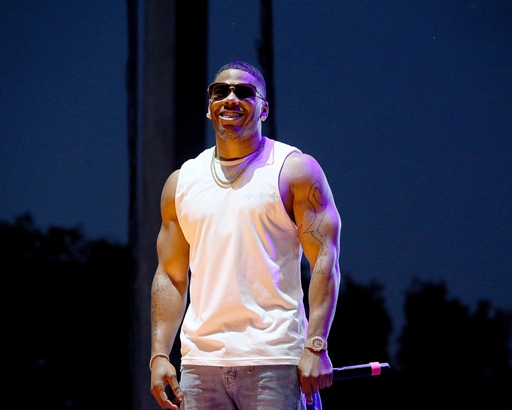 rapper Nelly performing
