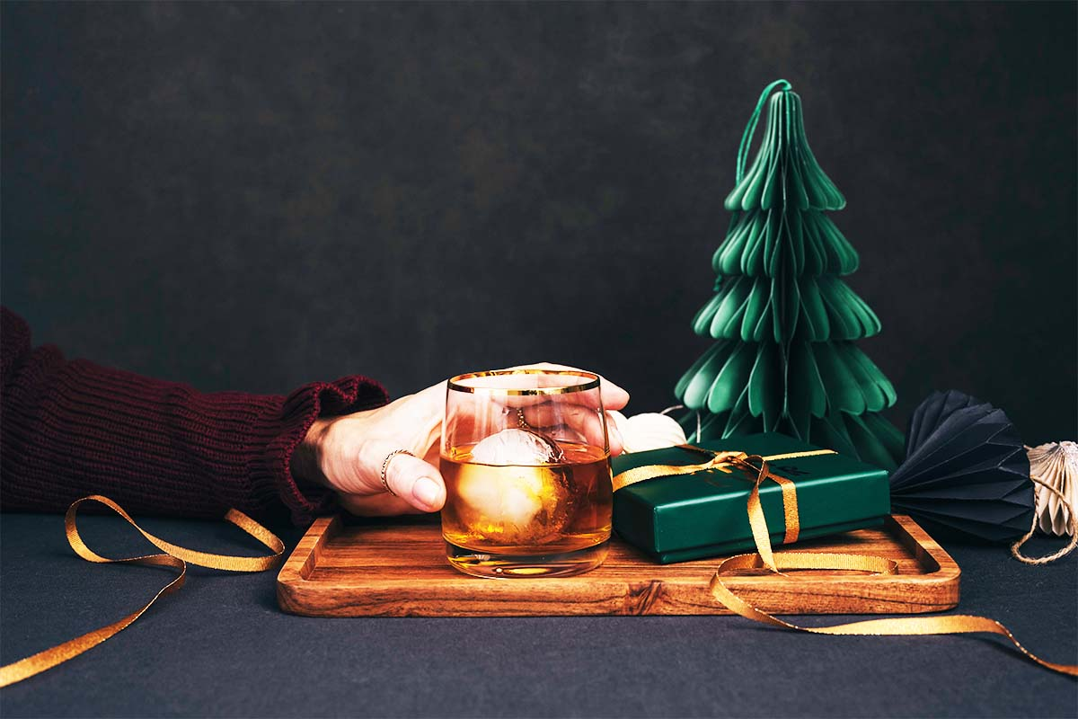 How to Navigate the Rules for Shipping Booze This Holiday Season