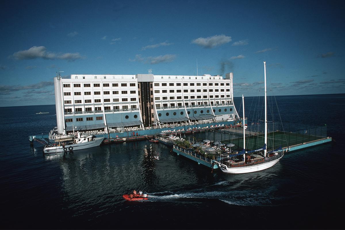 barrier reef floating resort