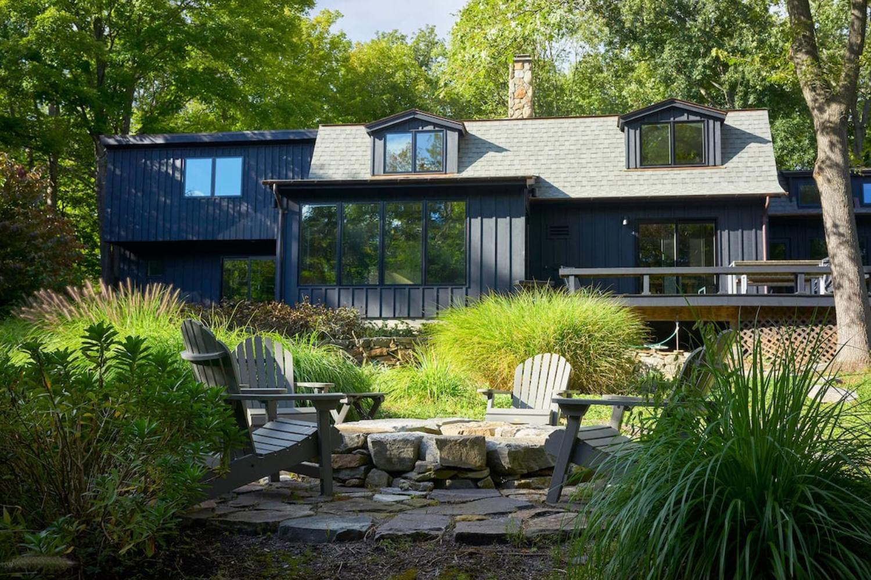 Cozy, Modern Retreat In The Woods