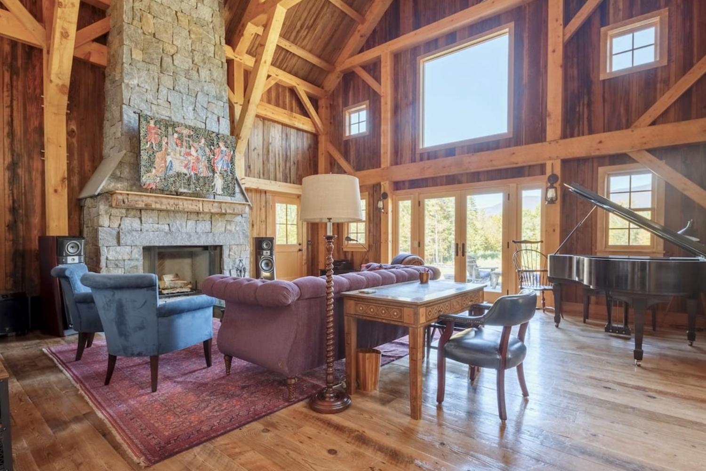 New Barn Home With Music Studio