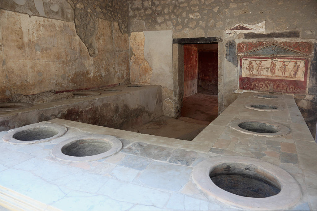 In the Thermopolium Asellina