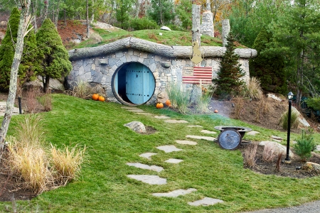 Review: I Ate a Four-Course Whiskey Dinner in a Literal Hobbit House