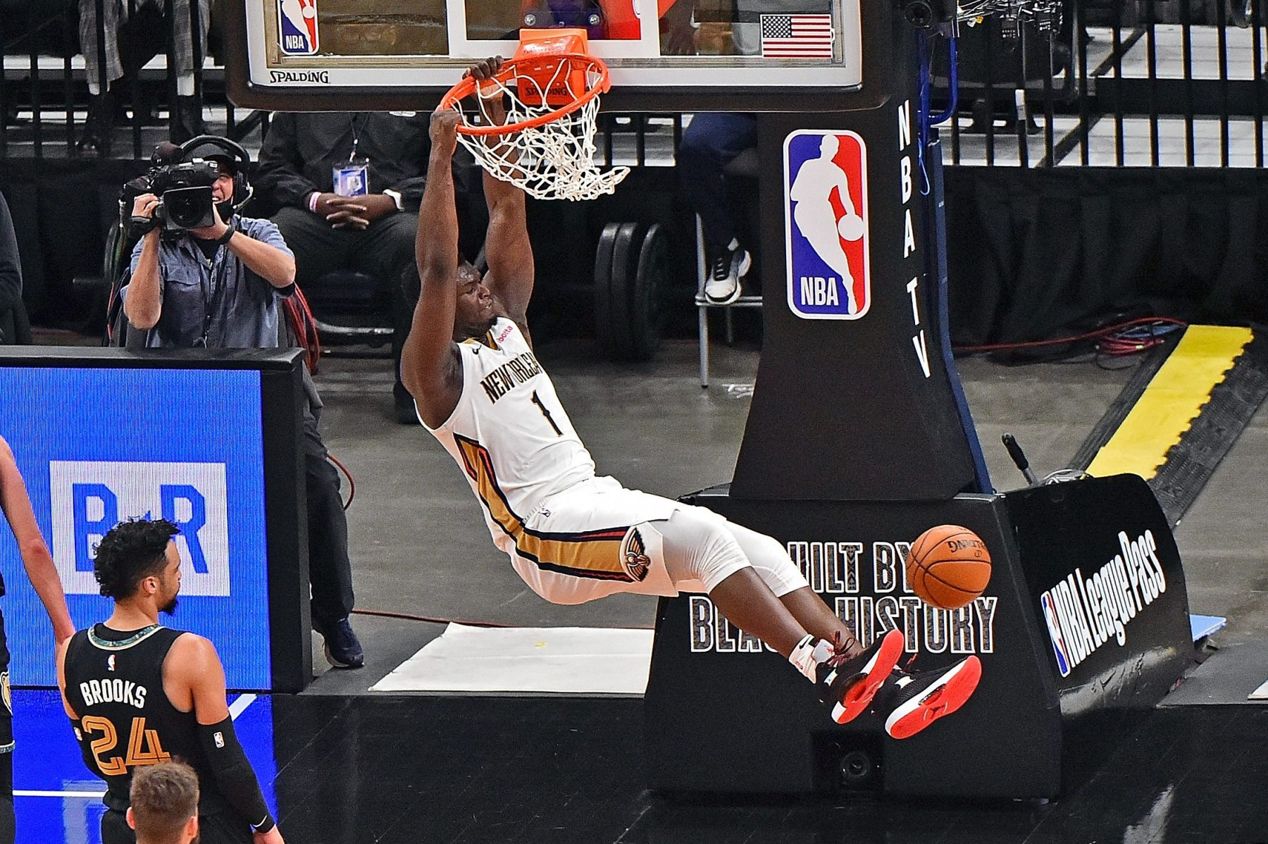 Nba Top Shot Lets Basketball Fans Invest In And Sell Nba Highlights Insidehook